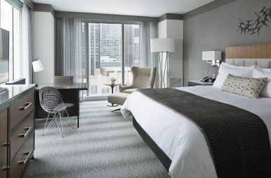 Luxury hotel rooms in downtown chicago loews chicago hotel for Available hotels in chicago